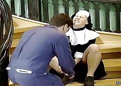 Notgeile Nonne wird vom..