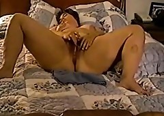 Grown-up BBW milf masturbates..