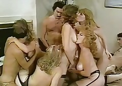 Lisa De Leeuw, Renee Summers orgy