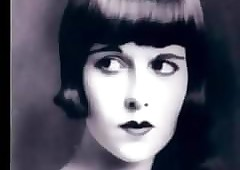 Louise Brooks stifling..